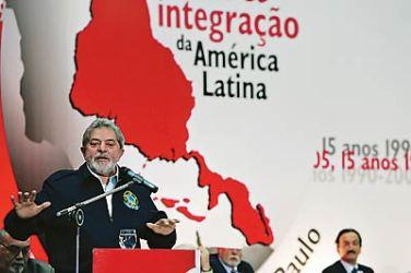 Lula é um dos fundadores do Foro de São Paulo Reunião dos comunistas da América Latina, que contou em várias edições com participação de representantes das FARC