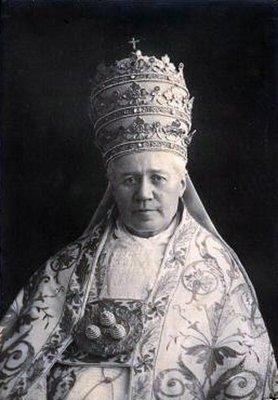 Papa São Pio X, Em 4 de agosto de 1903, o Cardeal Giuseppe Sarto foi eleito para o Sumo Pontificado, como sucessor de São Pedro, sendo coroado a 9 do mesmo mês.