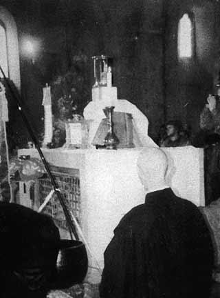 Altar profanado em Assis