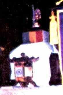 Buda no Altar da Igreja de Assis.