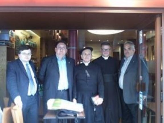 Os dois sacerdotes lado a lado: à esquerda Padre Basílio Méramo à sua direita Pe. Floriano Abrahamowicz