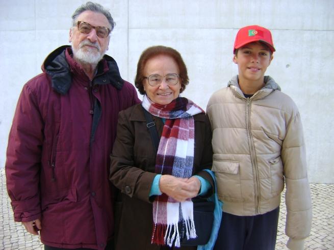 Sr. Arai Daniele, nascido em um 13 de maio, Irmã Maria de Belém, filha de Dona Carolina, irmã mais velha da Irmã Lúcia e Ari, neto do Sr. Daniele também nascido em um 13 de maio.