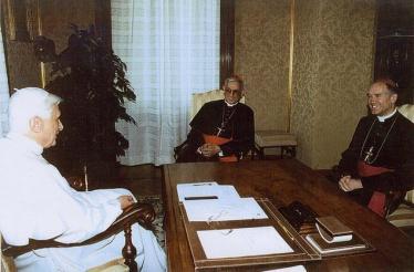 dom-fellay-cardeal-hoyos-e-papa-setembro-de-2005