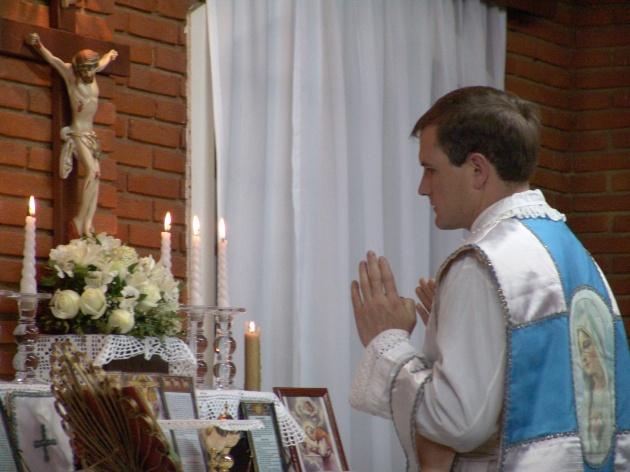 Padre Pio Espina em Missa no Brasil