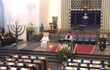 Bento 16 na sinagoga