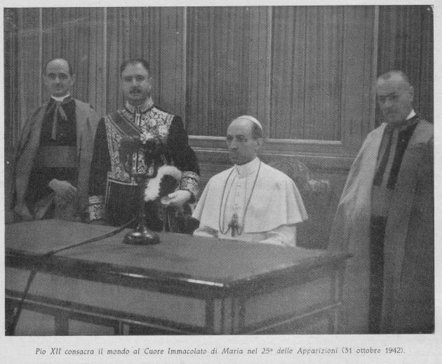 Pio XII consagra o mundo [com menção a Rússia] ao coração Imaculado de Maria no 25º aniversário das aparições