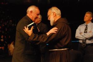 Bergoglio y Cantalamesa