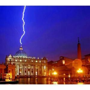 Um-raio-sobre-o-Vaticano