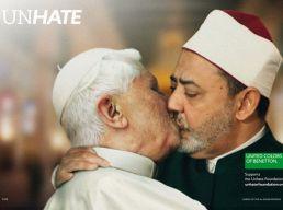 Bento 16 beijado pelo Imã